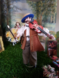 Gipsy Petro with violin, height 15 cm.
