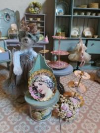 Sophie in de winkel van Jean-Pierre en Fleur-Cloë