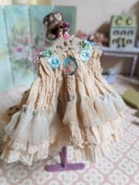 Romantisch jurkje met licht blauwe roosjes, maat M