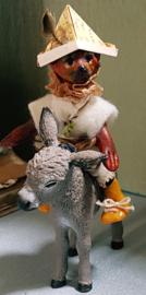 Tommy de Hond, hoog 8 cm., met ezeltje Koos