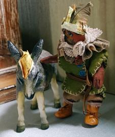 Robin-Hood de Hond, hoog 10 cm., met ezeltje Sussy