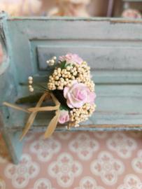 Boeket met roze roosjes