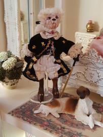 Lodewijk de Lakei hond, hoog 12 cm.