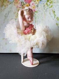 Ballerina Lotje, height 9 cm.
