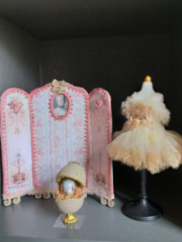 Dressing screen or table screen, 1:24, 8 cm. high x 8 cm. wide, number 3