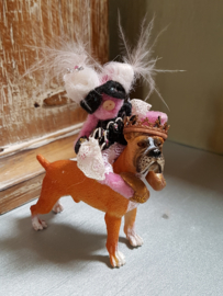 Carolien Piggy on Prince William the Boxer, height 7 cm.