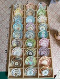 Verschillende borden, per 3 stuks, in 3 verschillende maten Ø:  2, 3, 3,5 cm.
