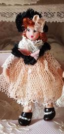 Demi, Höhe 5 cm., Antikes Aussehen Puppe