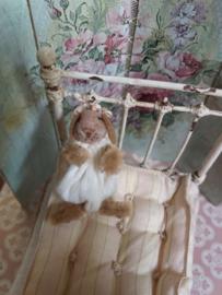 Baby konijntje, Beertje Bunny, met strikjes, 4,5 cm.