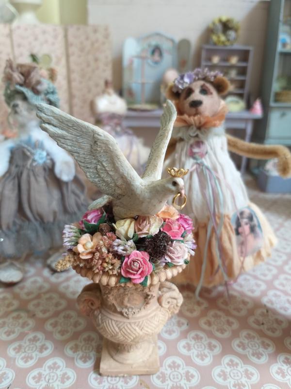 Terra flower pot with pigeon, 12 cm