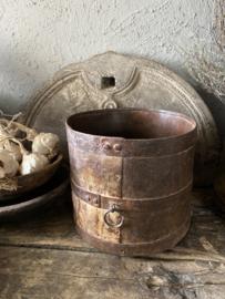 Grote oud ijzeren pot - B