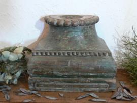 Robuuste oude houten poer kandelaar