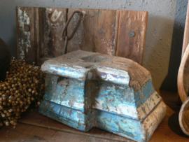 Oude stoere kandelaar