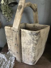 Oude doorleefde rijstbak