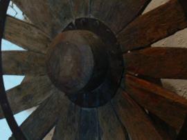 Oud houten spinnenwiel A