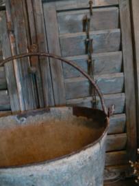 Oude stoere zinken emmer