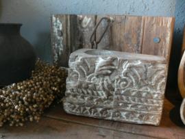 Stoere oude houten kandelaar