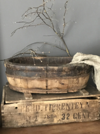 Oude houten ovalen olijfbak