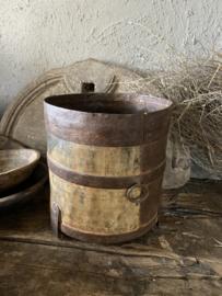 Grote oud ijzeren pot - A