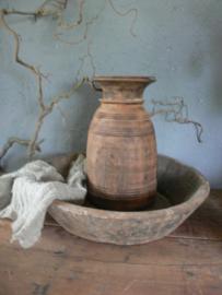 Oude grote sobere houten schaal