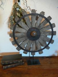 Oud houten spinnenwiel B
