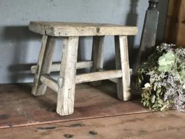 Oud houten chinees krukje