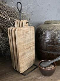 Rekje met 4 houten snij/serveerplankjes