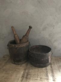 Stoere oude houten pot