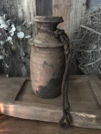 Oude houten nepalese melkkan
