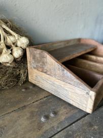 Grote bestekbak van oud hout