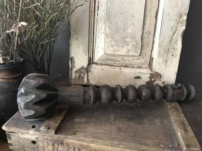 Oude houten vruchtenstamper - kort