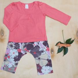 Broek grote bloemen + longsleeve effen roze