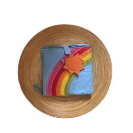 Knuffelboekje regenboog (winkel)
