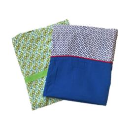 Twee lakentjes in zachte kleuren en stoffen