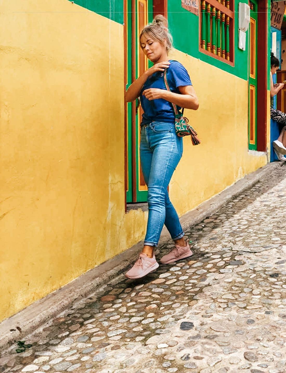 TukkerAbroad afbeelding Lotte Boerrigter in Guatape Colombia gele muren Wayuu tas tasje