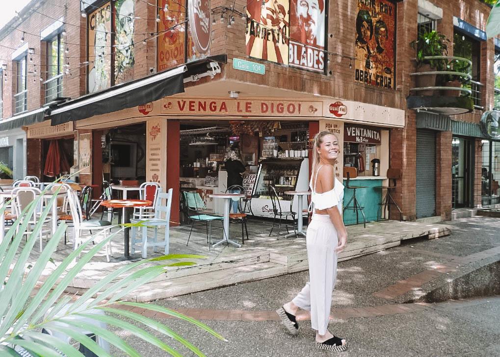 Tukker Abroad Lotte Boerrigter in El Poblado Medellín Colombia the monkey club slippers badpak Malai handgemaakt El Social