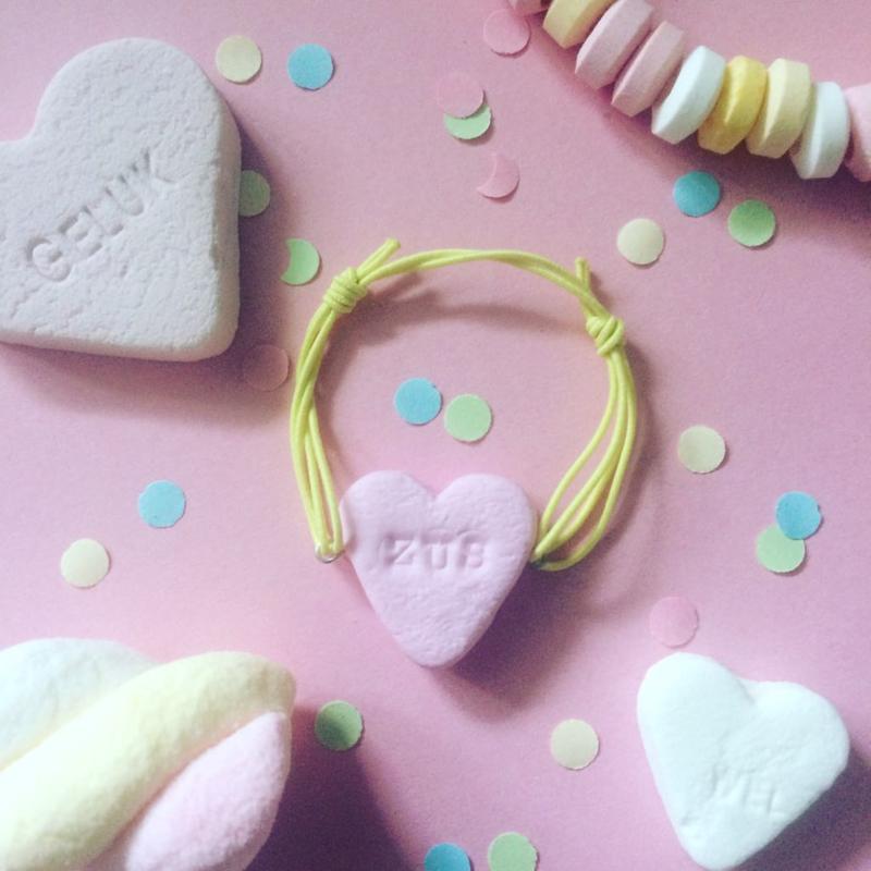Armbandje - hartje snoepje met tekst en kleur naar keuze