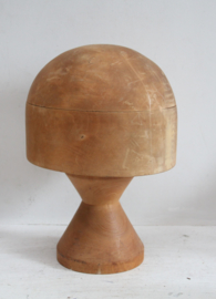 Antiek houten hoedenmal op poot