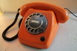 Retro Ericsson T65 telefoon in oranje