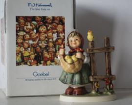 Goebel Hummel 385 - Kükenliesl / Chicken-Licken in originele doos