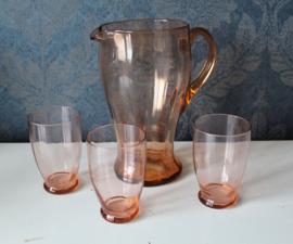 Antiek Roze/Rood kristallen waterkan met 3 glazen ca 1930