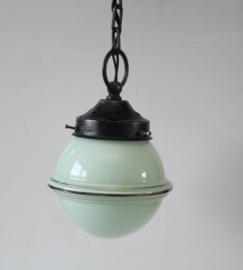 Art deco groen glazen hallamp met gezwart aluminium armatuur