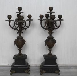 Twee grote bronzen vijf lichts kandelaars op marmeren voet - Eind 19de eeuw, Frankrijk, brons en marmer