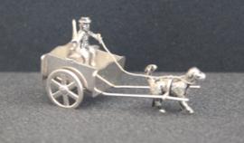 Zilveren miniatuur - hondenkar