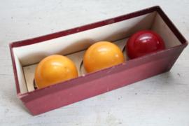 3 bakelieten biljartballen