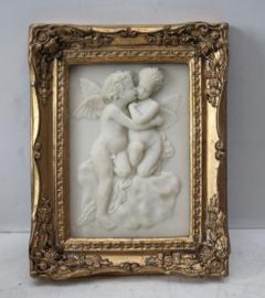Albast plaquette van 2 engeltjes / putty's in mooie vergulde lijst