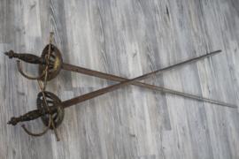 Set van 2 prachtig bewerkte sabels met messing handvat