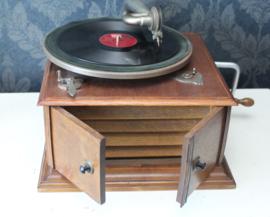 Antieke houten platenspeler met slinger - 78 rpm