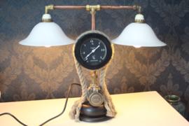 Prachtige unieke industriële lamp gemaakt van reclaimed materials, oa drukmeter