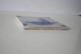 Tichelaar Makkum - Tegel met zeilboot, ossekop hoekpatroon